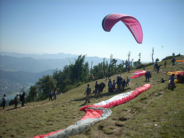 Safety issues mar thriving paragliding biz
